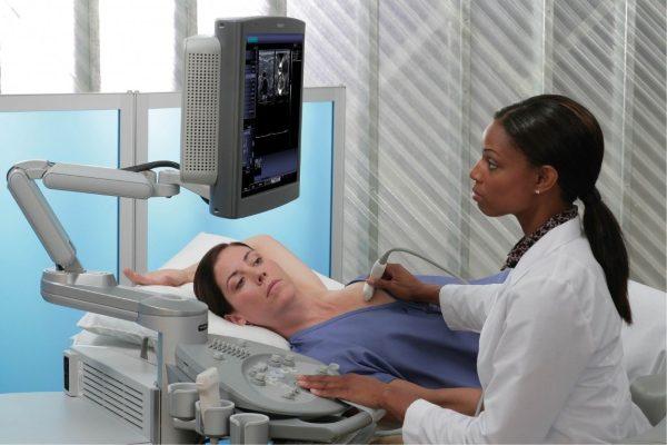 симптомы болей в груди должны явиться причиной визита к маммологу и гинекологу