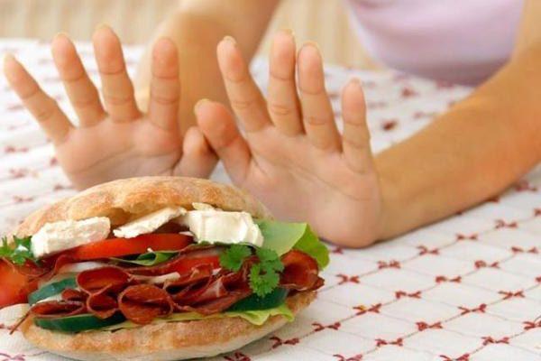 важно избавиться от мучного, жирной пищи и копченностей
