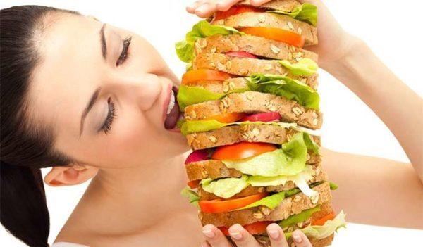 Почему перед месячными увеличивается аппетит