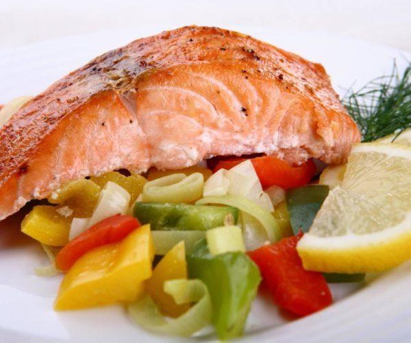 Овощи и рыба на пару