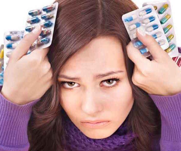 Девушка много таблеток