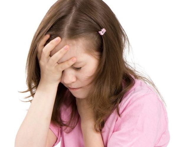 Почему у ребенка сильно болит голова – что делать