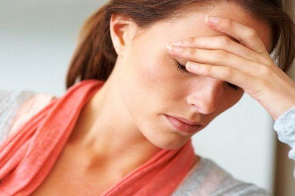 почему после месячных болит голова