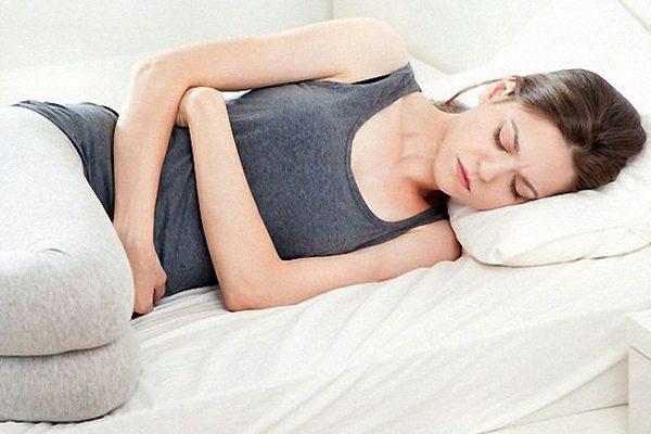 боли в желудке вызваны ПМС