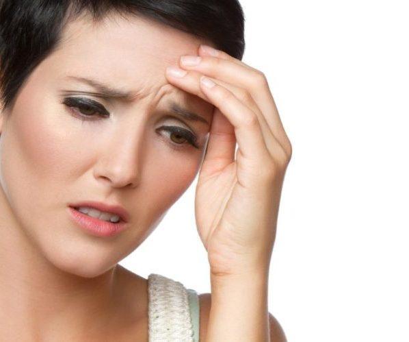 Пульсирующая боль в голове женщина