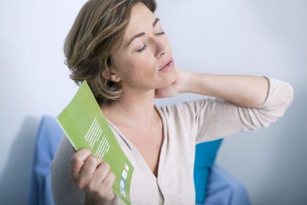 Причины приливов жара у женщин и методы лечения