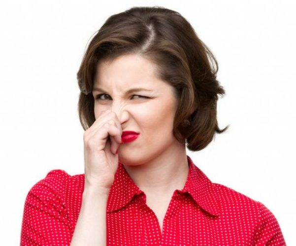Женщина неприятный запах