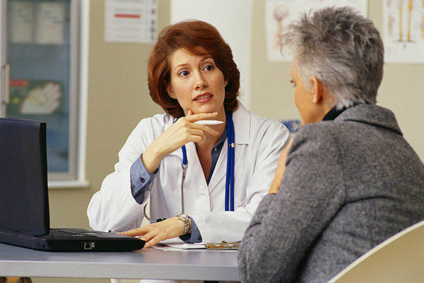 Как начинается климакс у женщины: первые признаки и симптомы